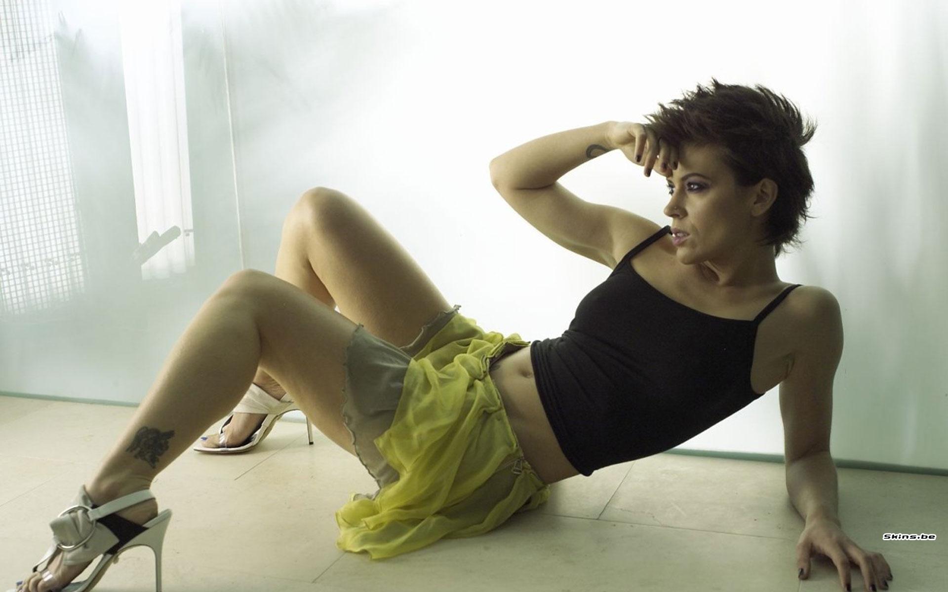 Фото ализе в мине юбке 1 фотография