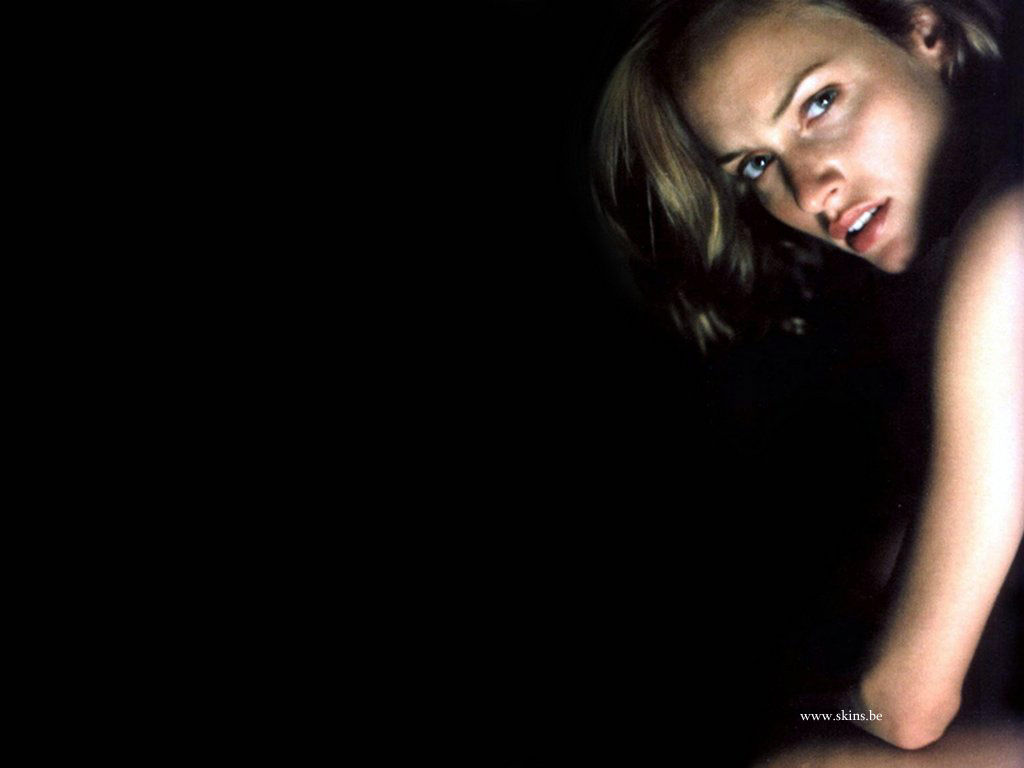 Amber Valletta wallpaper (#323)