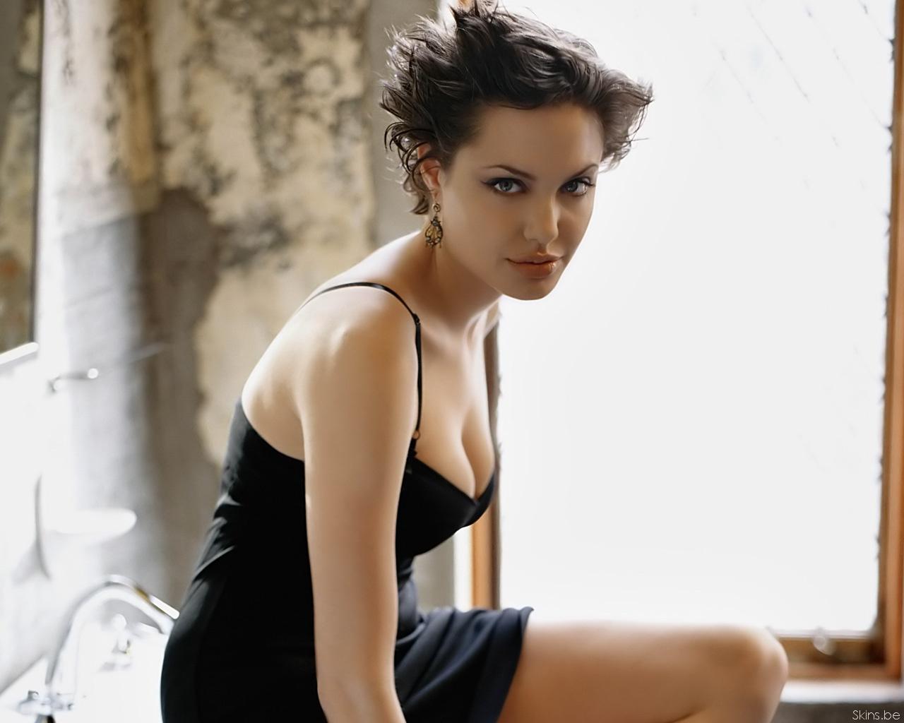 Angelina Jolie wallpaper (#31745)