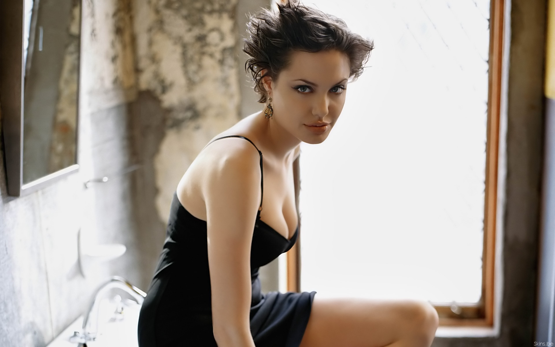 Angelina Jolie wallpaper (#31745)