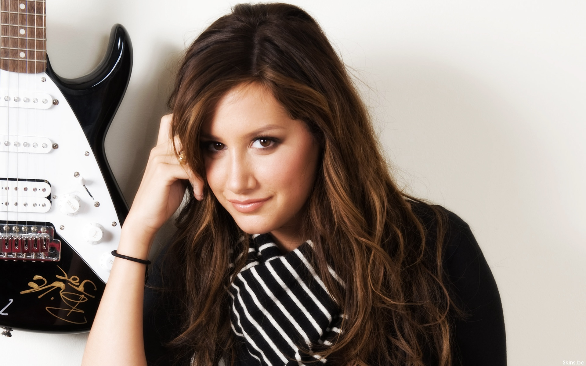 Ashley Tisdale wallpaper (#34730)