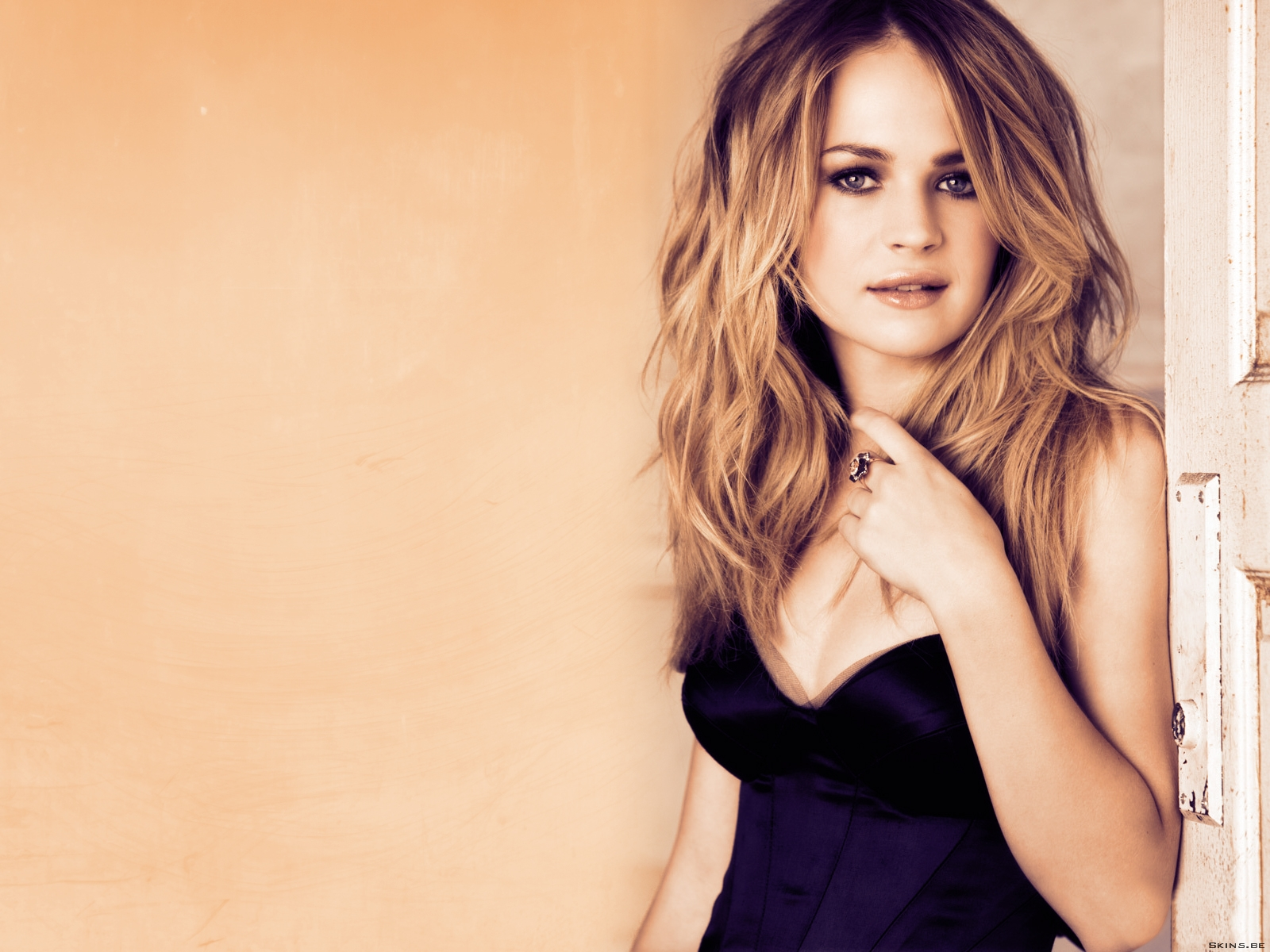 Britt Robertson wallpaper (#41664)
