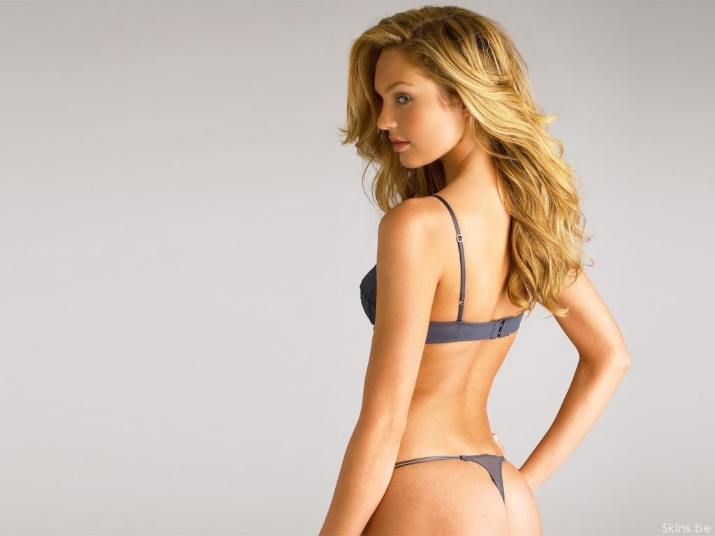 красивые блондинки в стрингах фото