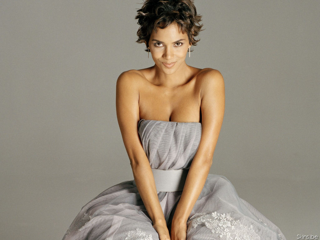 Halle Berry wallpaper (#28392)