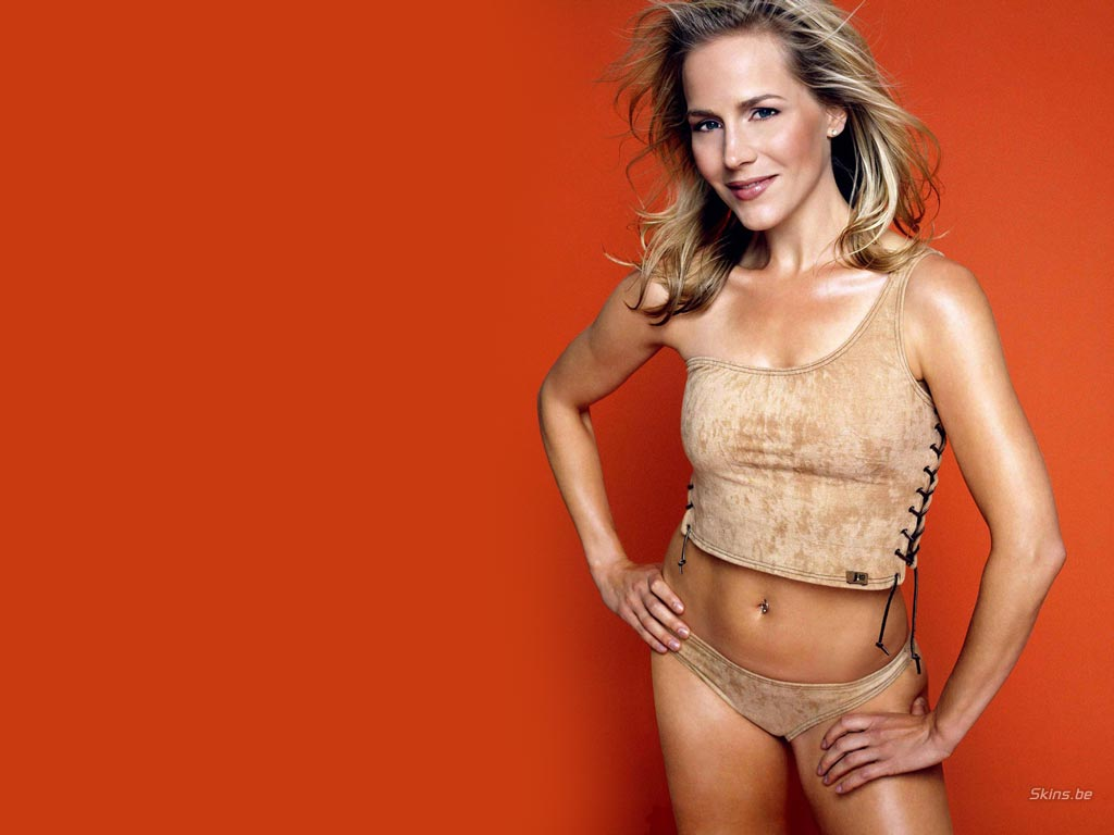 Julie Benz Wallpaper