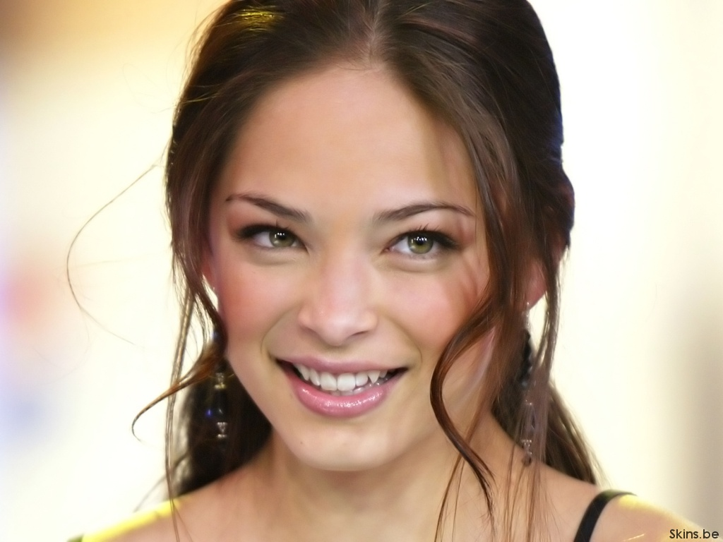 Kristin Kreuk wallpaper (#33539)