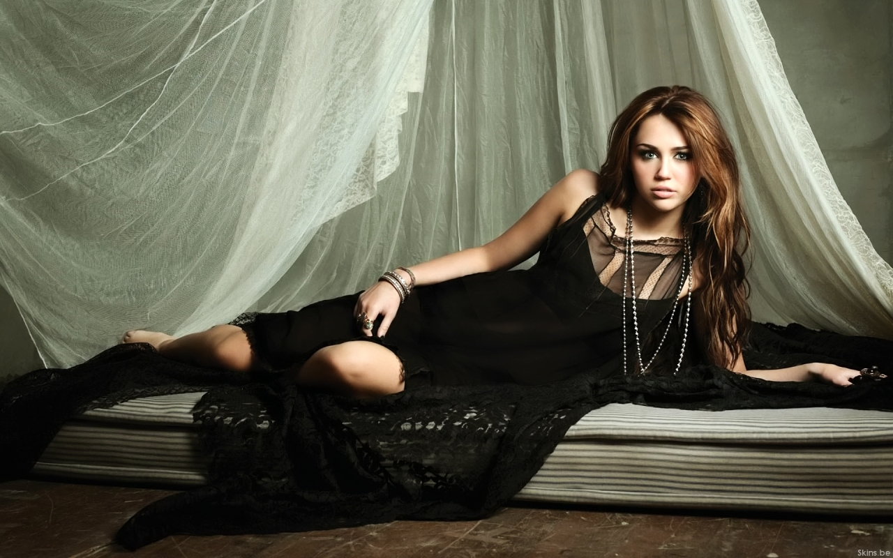 Miley Cyrus wallpaper (#38657)