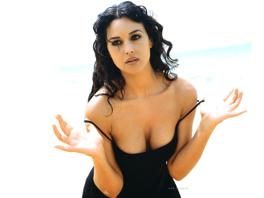 http://wallpapers.skins.be/monica-bellucci/monica-bellucci-1024x768-16161.jpg