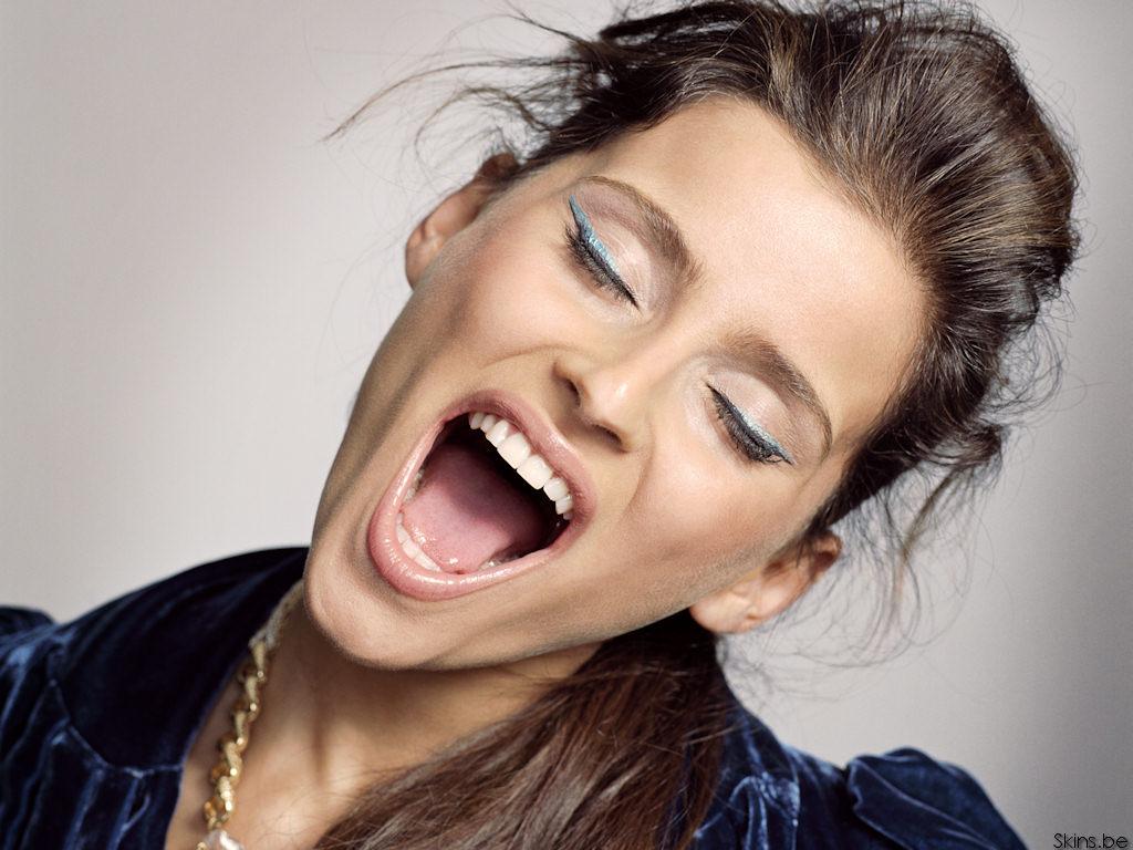 большой женский рот фото