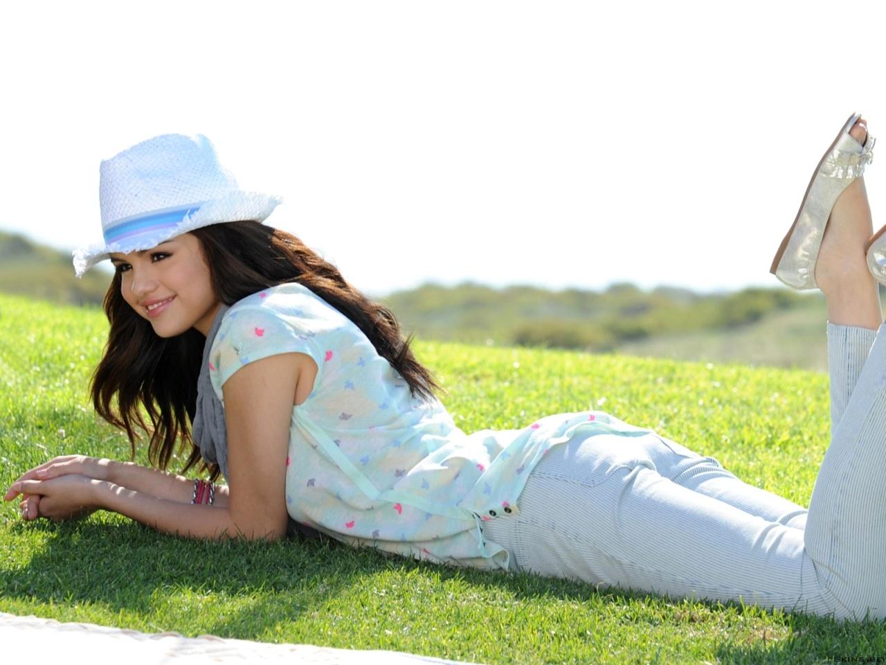 Selena Gomez wallpaper (#39446)