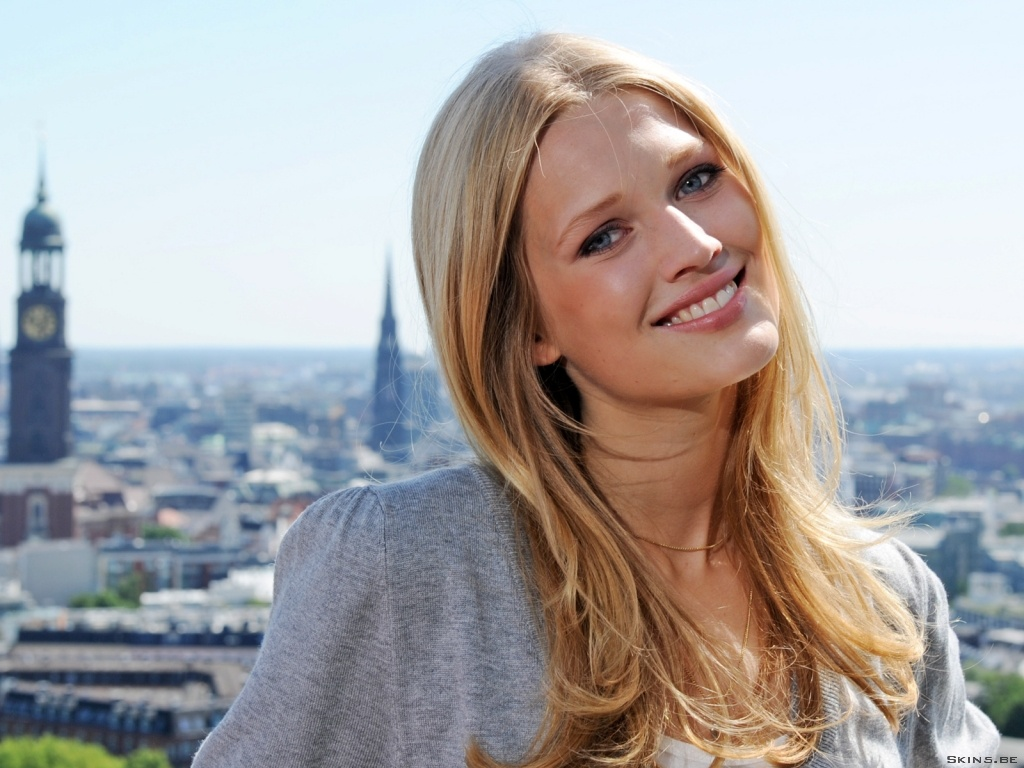 Toni Garrn wallpaper (#40218)